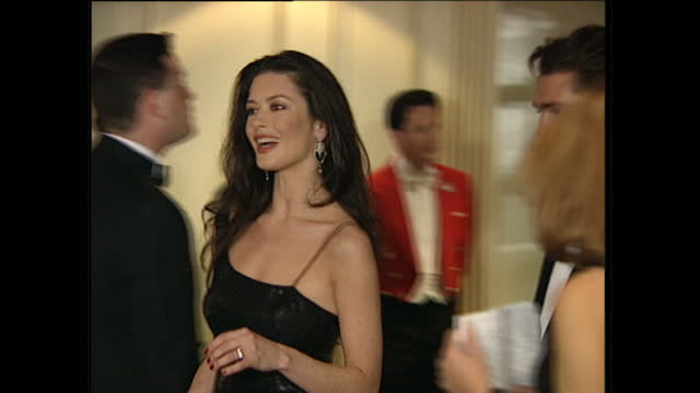 interior shots of actress catherine zeta jones arriving at the bafta after show party on april 23, 1995 in london, england. - キャサリン・ゼタ・ジョーンズ点の映像素材/bロール