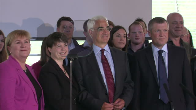 interior shots of all better together campaign parties together, johann lamont, scottish labour party leader, ruth davidson, leader of the scottish... - 2014 stock-videos und b-roll-filmmaterial