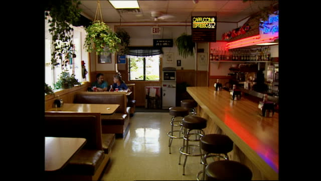 interior shots of an empty generic us diner in the town of canadensis pennsylvania on september 24 2001 in canadensis pennsylvania - petronas twin towers stock-videos und b-roll-filmmaterial