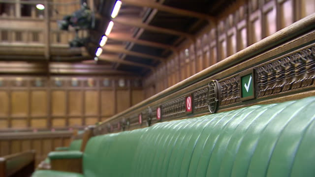 interior shots of an empty house of commons chamber with red crosses and green ticks on benches enforcing social distancing measures and large... - britisches parlament stock-videos und b-roll-filmmaterial