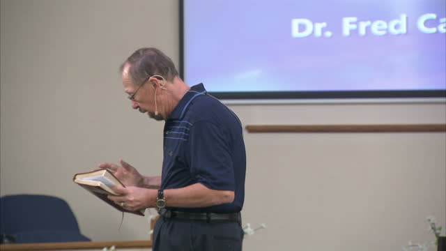 interior shots of an evangelical church service with the pastor delivering a sermon and church goers in pews with bibles on 4 november 2016 in mesa... - bibel stock-videos und b-roll-filmmaterial