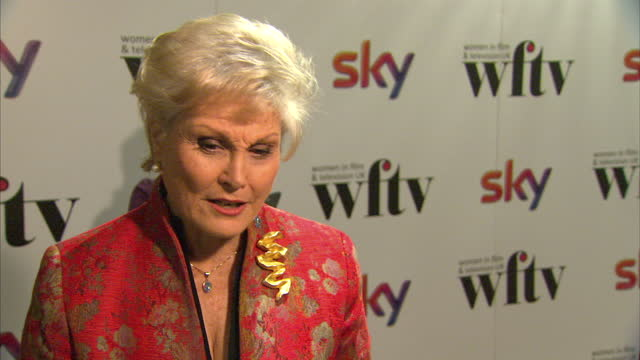 interior shots of angela rippon giving an interview on the red carpet at women in film & tv awards at london hilton on december 06, 2013 in london,... - アンジェラ リッポン点の映像素材/bロール