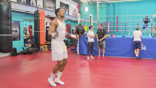 interior shots of anthony joshua boxer during his training session skipping rope 1st setember 2018 at english institute of sport sheffield in... - anthony joshua boxer stock videos & royalty-free footage