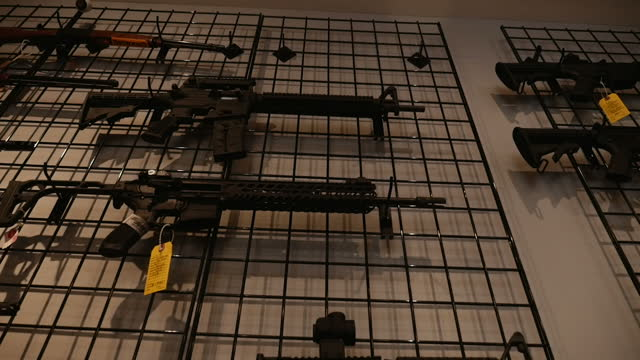 stockvideo's en b-roll-footage met interior shots of automatic rifles on display racks in nova guns on october 09 2015 in mclean virginia - vuurwapenwinkel