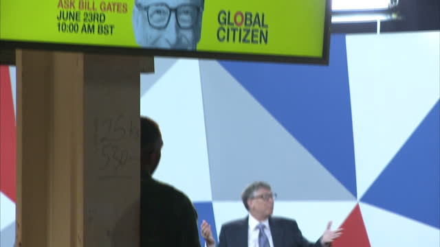 interior shots of bill gates, microsoft founder and philanthropist, speaking on stage at an event to launch the global citizen initiative at... - 市民点の映像素材/bロール