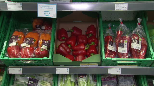 interior shots of boxes of plastic wrapped and loose peppers on display in a co-op supermarket on november 08, 2017 in london, england. - packaging stock videos & royalty-free footage