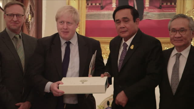 interior shots of british foreign secretary boris johnson greeting thai prime minister prayuth chanocha and other thai officials and posing for... - other stock videos & royalty-free footage
