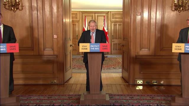 interior shots of british prime minister boris johnson giving a daily briefing on the coronavirus on 25 march 2020 in london, united kingdom - prime minister 個影片檔及 b 捲影像