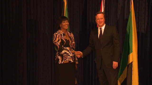 vídeos y material grabado en eventos de stock de interior shots of british prime minister shaking hands with jamaican prime minister portia simpson miller.>> on september 30, 2015 in kingston,... - jamaiquino