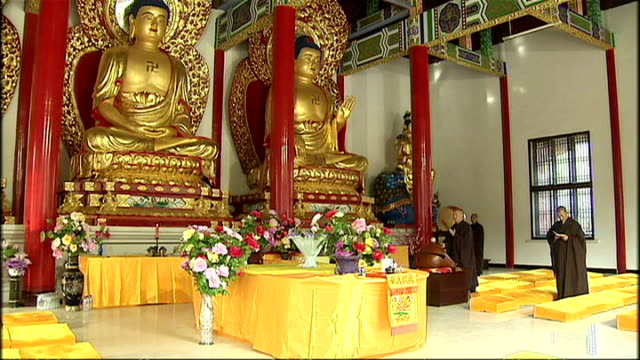 interior shots of buddhist monks in a temple in gansu province praying to ornate gilded statues of buddha on september 14 2008 in gansu province china - religiöse stätte stock-videos und b-roll-filmmaterial