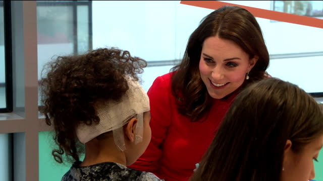 interior shots of catherine duchess of cambridge visiting great ormond street hospital and meeting with some patients and their parents>> on january... - 女性患者点の映像素材/bロール