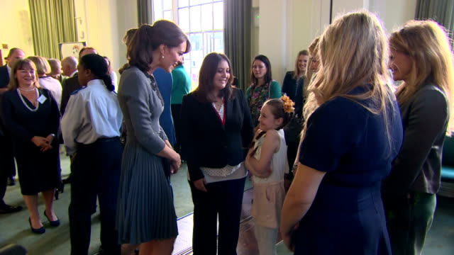 interior shots of catherine duchess of cambridge wearing an orla kiely dress attending chance uk's early intervention child mentoring programme... - イズリントン点の映像素材/bロール