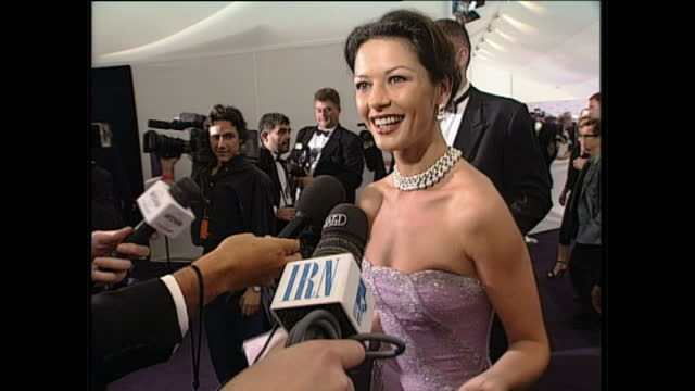 interior shots of catherine zeta jones posing on the red carpet & speaking to journalists, at the 'de beers / versace diamonds are forever fashion... - キャサリン・ゼタ・ジョーンズ点の映像素材/bロール
