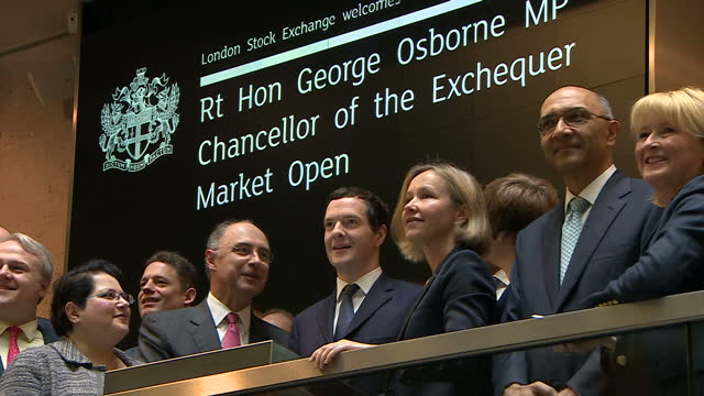 stockvideo's en b-roll-footage met interior shots of chancellor george osborne opening trading for the day at london stock exchange on june 16, 2016 in london, england. - referendum over europese unie 2016