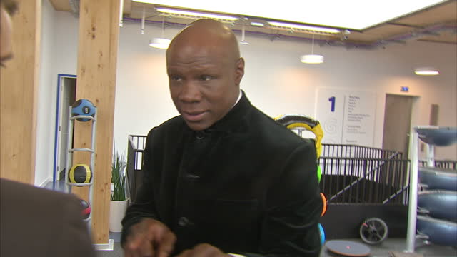 interior shots of chris eubank, former boxer demonstrating boxing techniques on june 04, 2016 in london, united kingdom. boxing legend muhammad ali... - chris eubank sr stock videos & royalty-free footage