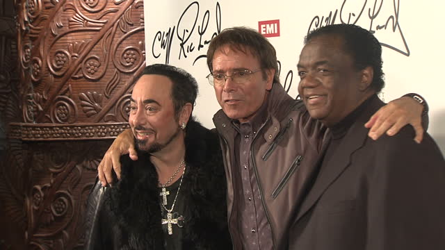 """interior shots of cliff richard, david gest & lamont dozier posing for photos at a press conference to promote his new duets album """"solicious"""" cliff... - cliff richard stock videos & royalty-free footage"""