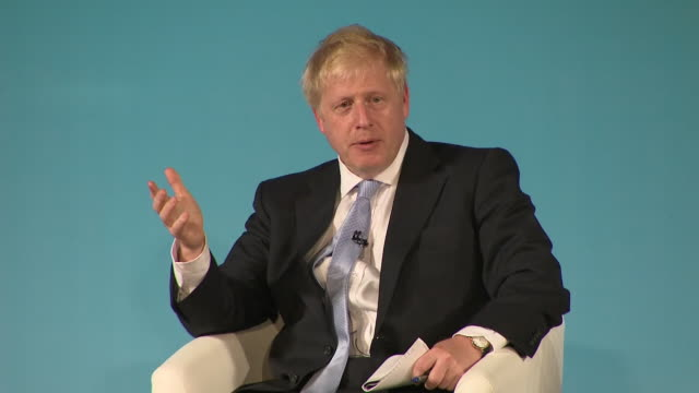 vídeos y material grabado en eventos de stock de interior shots of conservative leadership candidate boris johnson speaking at a hustings event on 27 june 2019 in bournemouth united kingdom - bournemouth