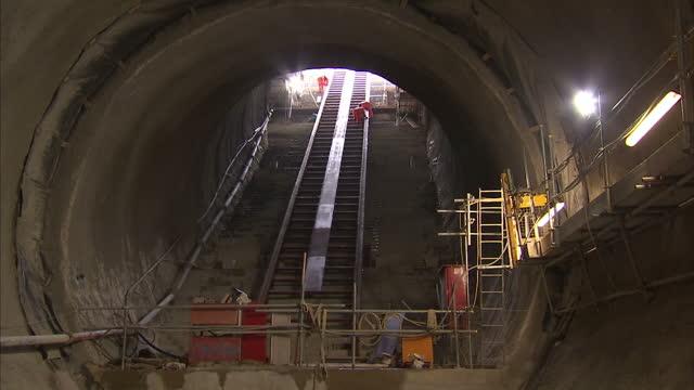 interior shots of crossrail farringdon station under construction on november 04 2015 in london england - クロスレール路線点の映像素材/bロール