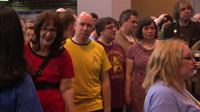 """interior shots of crowds of star trek fans or """"trekkies"""" waiting for a photo opportunity with william shatner. >> on october 08, 2016 in birmingham,... - william shatner stock videos & royalty-free footage"""