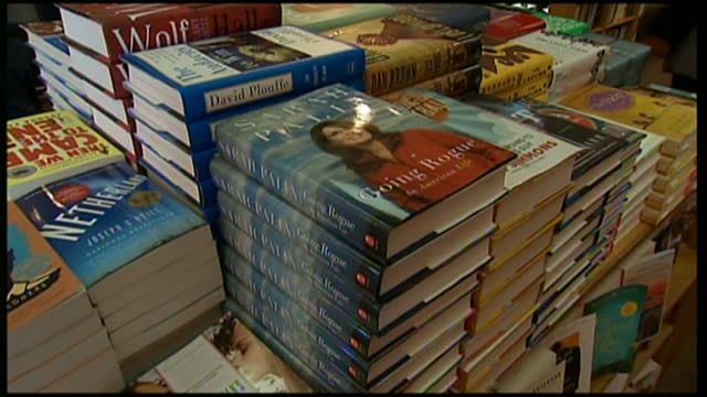 vidéos et rushes de interior shots of customers browsing books at kramerbooks afterwords book store cafe and sarah palin's book called going rogue on display on november... - biographie