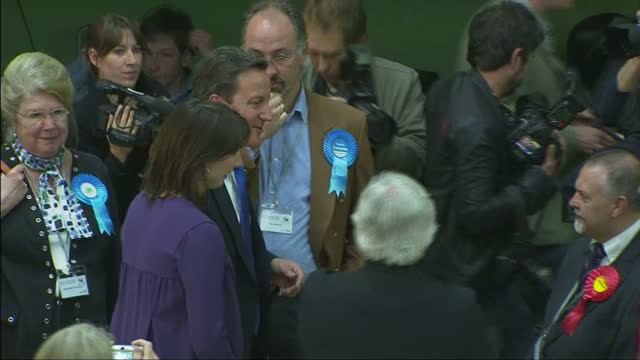 interior shots of david cameron and wife samantha cameron at the witney 2010 vote count chatting to supporters on may 07, 2010 in london, england. - 2010 個影片檔及 b 捲影像