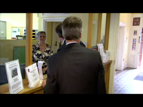 vidéos et rushes de interior shots of david cameron, prime minister, walking into doctor's, gp surgery and greeting staff at reception desk. interior shots of david... - 50 secondes et plus