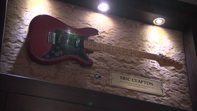 vídeos y material grabado en eventos de stock de interior shots of diners staff and music memorabilia on display in a branch of hard rock cafe including the guitars of eric clapton jimi hendrix and... - jimi hendrix