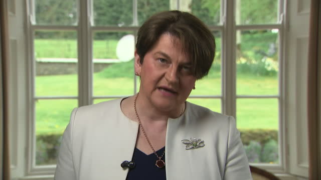 interior shots of dup leader and first minister of northern ireland giving resignation speech on 28 april 2021 in belfast, northern ireland. - democratic unionist party 個影片檔及 b 捲影像