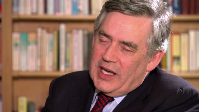 stockvideo's en b-roll-footage met interior shots of eamonn holmes interviewing former prime minister gordon brown about scottish independence on june 9 2014 in edinburgh scotland - eamonn holmes