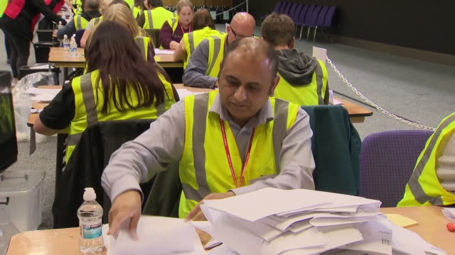 interior shots of election workers counting ballots for the european election on 26 may 2019 in edinburg scotland - zählen stock-videos und b-roll-filmmaterial