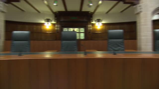 interior shots of empty supreme court chamber on november 29 2016 in london england - 提訴点の映像素材/bロール