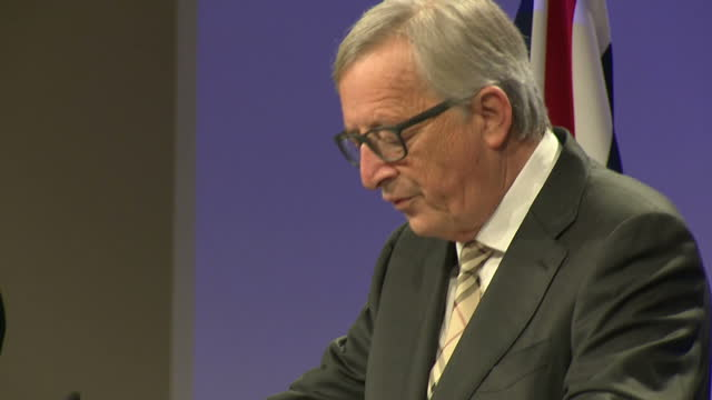 interior shots of european commission president jeanclaude juncker and uk prime minister theresa may addressing the media on the outcome of their... - europäische kommission stock-videos und b-roll-filmmaterial