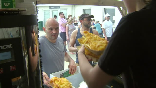 interior shots of fish & chips being prepared, cooked and served to customers from a fast food kiosk on 28 may 2018 in west wittering, united kingdom - イーストサセックス点の映像素材/bロール