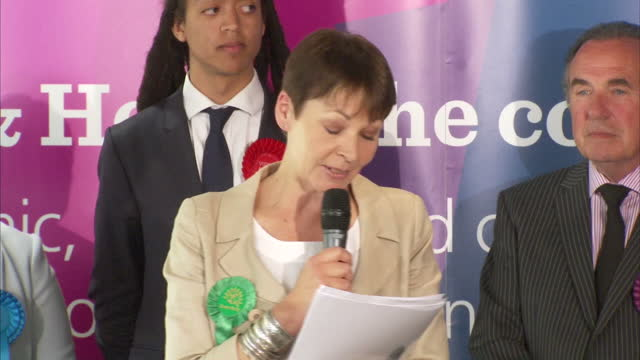 interior shots of green party leader caroline lucas making a speech after being declared winner of the brighton pavilion seat on 9 june 2017 in... - 英自由民主党点の映像素材/bロール