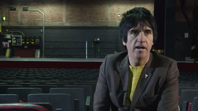 interior shots of guitarist johnny marr talking about how the apollo venue has influenced his life on november 1 2016 in manchester england - ジョニー マー点の映像素材/bロール