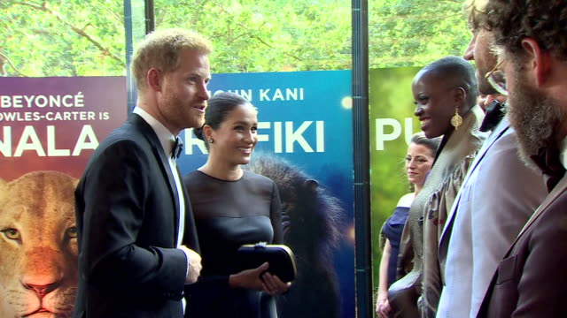 vídeos de stock e filmes b-roll de interior shots of harry duke of sussex and meghan duchess of sussex talking to the voice cast of the lion king including keeganmichael keyflorence... - meghan markle lion king