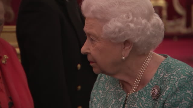 vidéos et rushes de interior shots of her majesty the queen entering hall to greet guests at at a reception to commemorate the 60th anniversary of cruse bereavement care... - monarchie anglaise