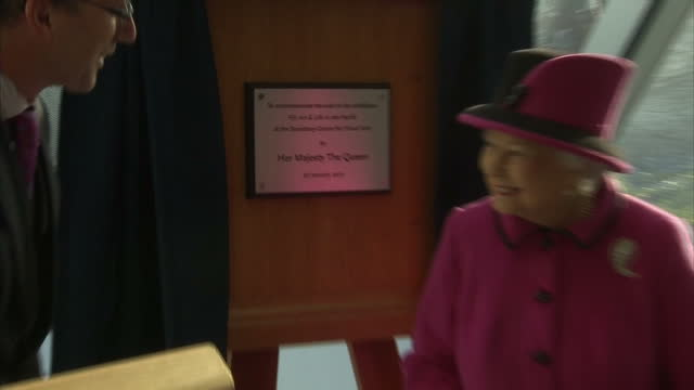interior shots of her majesty the queen unveiling a plaque top commemorate her visit, walks to table to sign book on january 27, 2017 in norwich,... - 飾り板点の映像素材/bロール