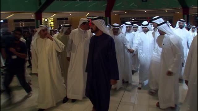 interior shots of his highness sheikh mohammed bin rashid al maktoum arriving at the dubai mall surrounded by aides his highness sheikh mohammed bin... - シャイフ点の映像素材/bロール