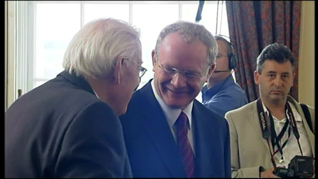 interior shots of ian pisley and martin mcguiness meeting with each other in office and sharing joke and smiling together on may 8 2007 in belfast... - イアン ペイズリー シニア点の映像素材/bロール