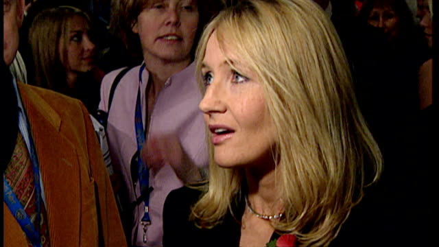interior shots of j k rowling speaking to press at the premiere of harry potter and the philosopher's stone on november 4 2001 in london england - j.k. rowling stock videos and b-roll footage