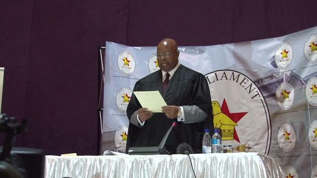 interior shots of jacob francis mudemda speaker of the zimbabwe parliament reading out the letter of resignation from president robert mugabe and... - 2017 bildbanksvideor och videomaterial från bakom kulisserna