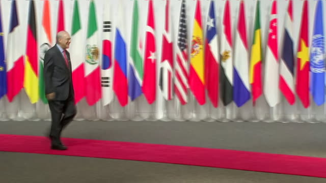 vídeos de stock e filmes b-roll de interior shots of japanese prime minister shinzo abe shaking hands with jose angel gurria secretary general of the organisation for economic... - organização para a cooperação e o desenvolvimento económico