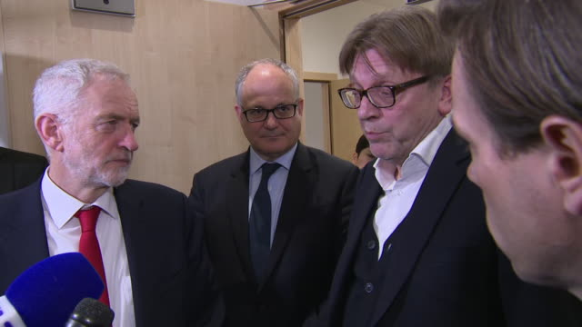 interior shots of jeremy corbyn and guy verhofstadt speaking to the press after meeting with eu leaders at the eu commission headquarters on 21... - jeremy corbyn stock videos and b-roll footage