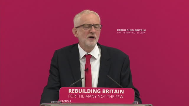 stockvideo's en b-roll-footage met interior shots of jeremy corbyn delivering his speech on 19 august 2019 in corby northamptonshire united kingdom - britse labor partij