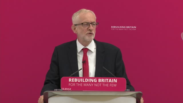 stockvideo's en b-roll-footage met interior shots of jeremy corbyn saying thank you to the children's centre for hosting him on 19 august 2019 in corby northamptonshire united kingdom - britse labor partij