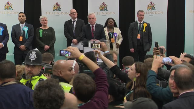 interior shots of john mcdonnell mp making an acceptance speech and being heckled at the uxbridge and south ruislip constituency declaration on 13... - politische gruppe stock-videos und b-roll-filmmaterial
