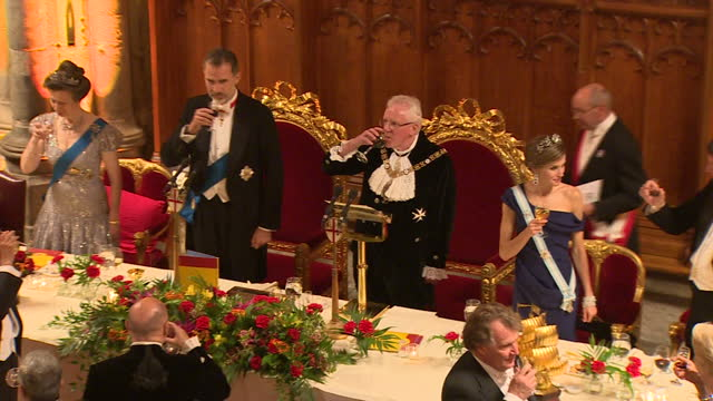 interior shots of king felipe of spain and queen letizia sat for a guildhall state banquet next to princess anne and lord mayor of london andrew... - state dinner stock videos & royalty-free footage