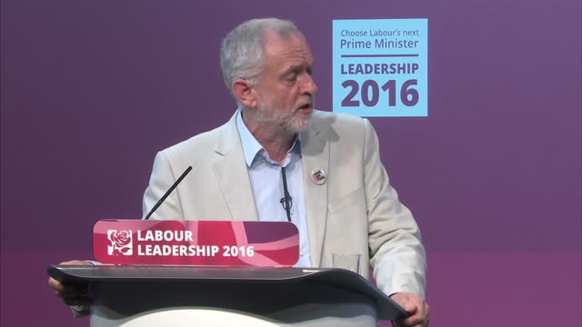 interior shots of labour leader jeremy corbyn mp & owen smith, labour leader hopeful debating in front of an audience on august 4, 2016 in cardiff,... - オーウェン・ウィルソン点の映像素材/bロール