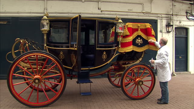 interior shots of man cleaning and preparing royal carriages ahead of wedding and making checks on them preperations for the royal wedding begin at... - privatfahrzeug stock-videos und b-roll-filmmaterial